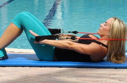 resistance-band-ab-exercise-woman