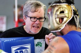 freddie-roach-instructing-pacquiao