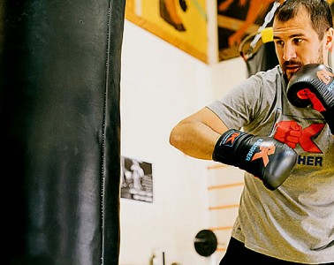 7 Hands and Wrists Injury Prevention Tips When Punching The Heavy Bag